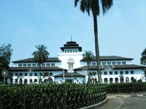 1197778-Gedung_Sate_by_Goldenboy-Bandung